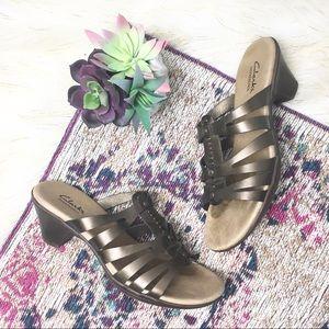Clarks• bendables bronze sandals